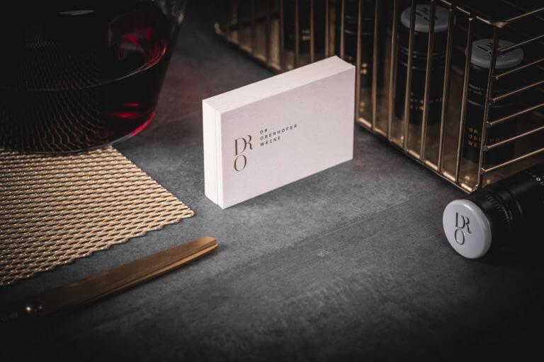 Geschäftsausstattung vom Weingut Dr. Oberhofer - Kirrweiler Pfalz - Design der Etiketten, Logo und Branding, Weinmarketing von der Designagentur Yummy Stories