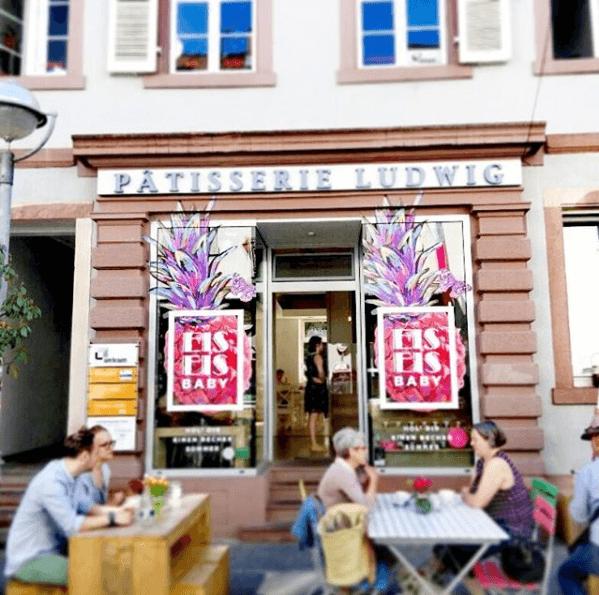 Schaufenster Design und Kommunikation Pâtisserie Ludwig - Karlsruhe - Design der Etiketten, Logo und Branding, Marketing, Website, Onlineshop von der Designagentur Yummy Stories