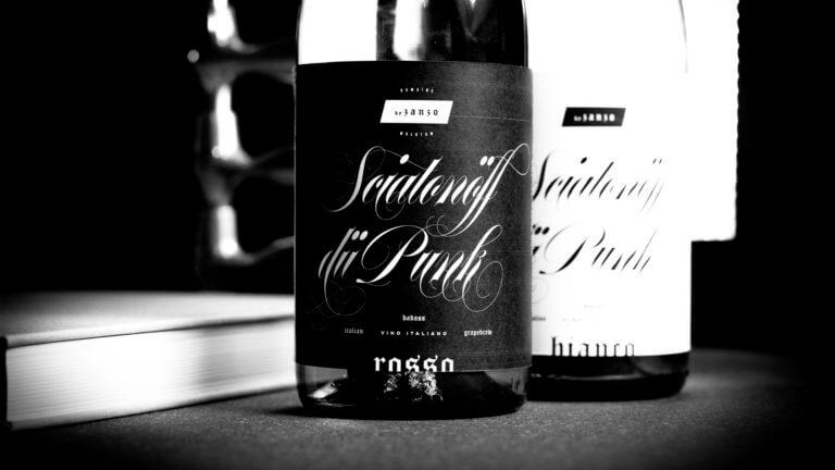 Weinflasche von Sciatonöff dü Punk - Italien, Winepunk Marco Zanetti - Design der Etiketten, Logo und Branding, Weinmarketing von der Designagentur Yummy Stories
